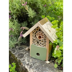 Bee Barn - with a FREE pack of organic nesting hay