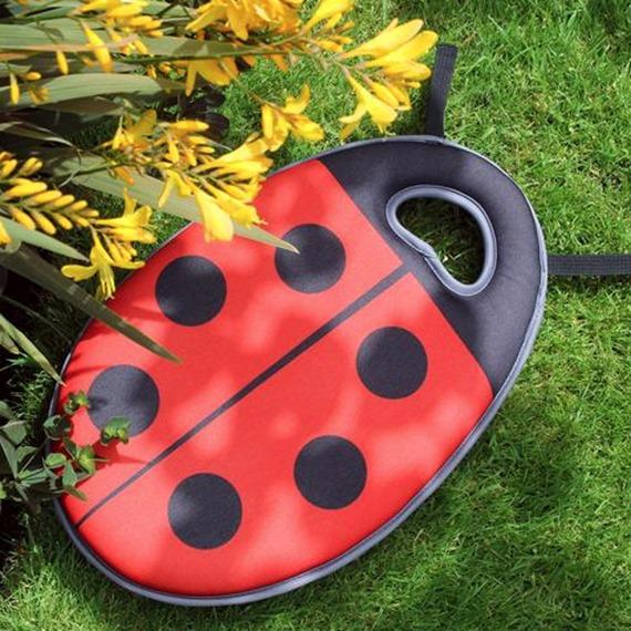 Buzzy and Dotty Children's Garden Kneeler